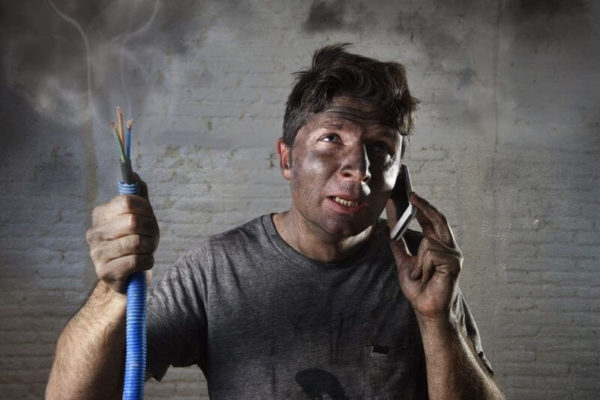 Аварийный вызов электрика по телефону